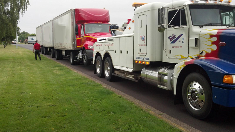 Semi truck towing and auto repair in Palm Coast, Florida